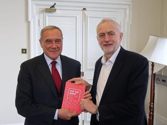Slogan e programmi uguali. Grasso dal «modello» Corbyn