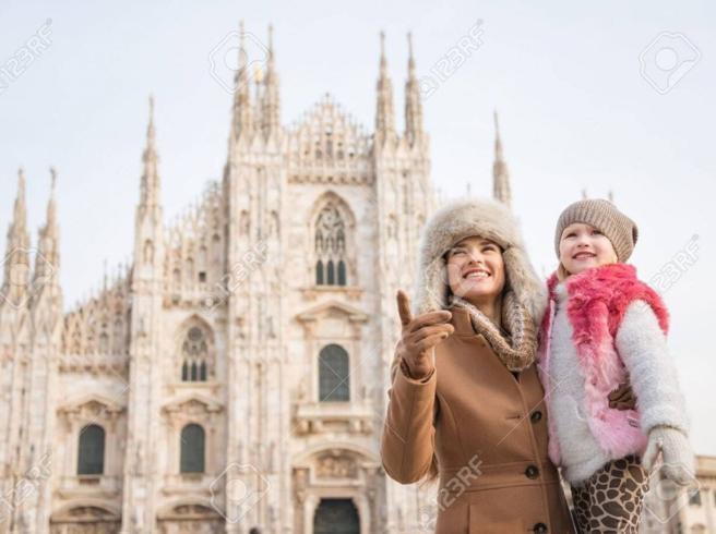 «Prima gli italiani», maper i manifesti elettorali Salvini  usa modelli stranieri