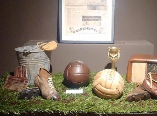 i cimeli storici da Pelé a Buffon