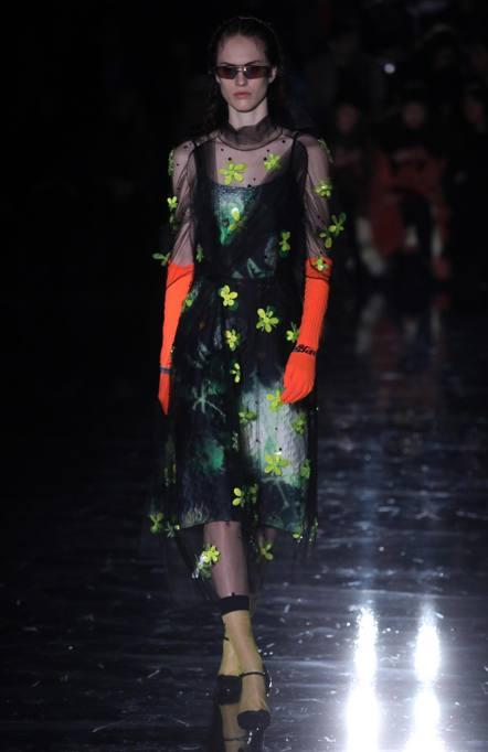 Milano fashion week 2018 prada e la donna con i colori for Milano fashion week 2018