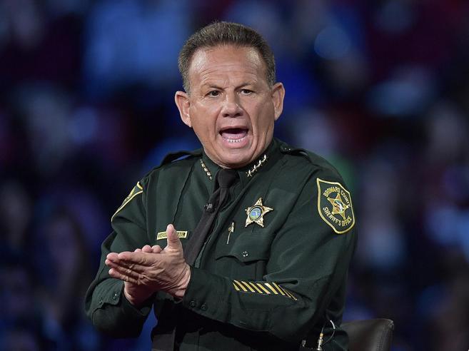 Strage in Florida: «La guardia armata della scuola si è nascosta»