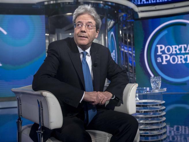 Gentiloni: «C'è bisogno di continuità». E su Ue, lavoro e sinistra si smarca da Renzi