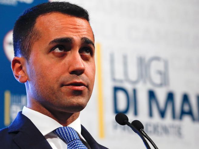 Berlusconi a Di Maio: «Non sei laureato». Ma non lo sono nea