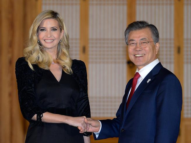 Olimpiadi invernali 2018, il podio dei politici: Moon è d'oro, Kim d'argento, Trump manda Ivanka, Xi si defila