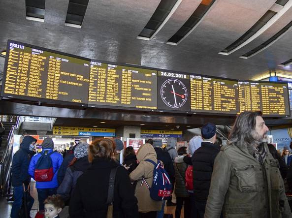 L emergenza neve roma noi in fila alla stazione termini e for Affitto ufficio roma stazione termini