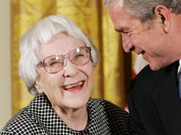 Harper Lee con George W. Bush nel 2016 (Reuters/Downing)