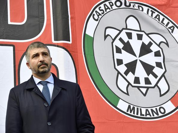 Genova, antifascisti in piazza contro Casapound: volano fumogeni e bottiglie