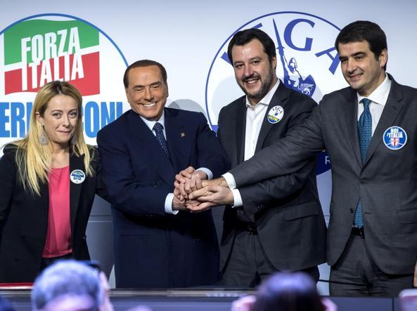Noi 4 eroi poi berlusconi annuncia tajani il for Deputati di forza italia