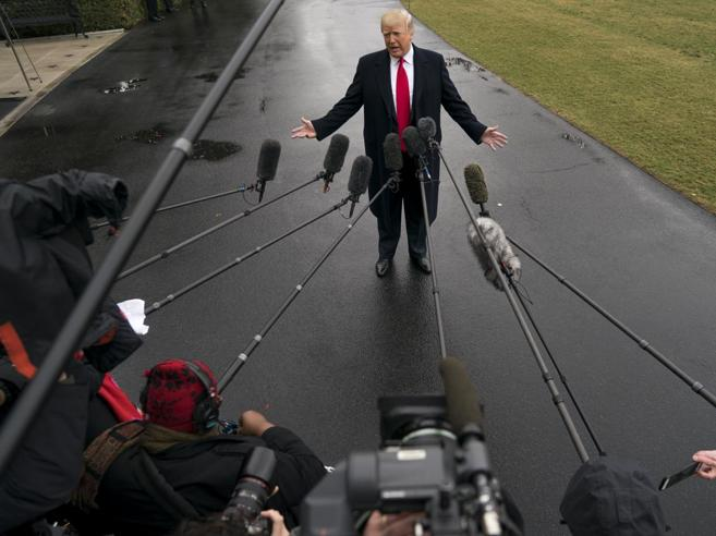 Trump e la guerra commerciale: «Adesso dazi anche sulle auto Ue»