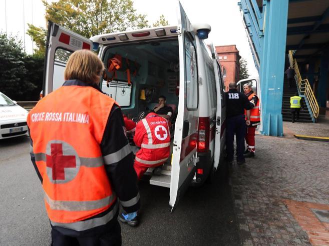 A 97 anni colpisce la moglie inferma e si getta dal balcone a Pontedera: morti entrambi