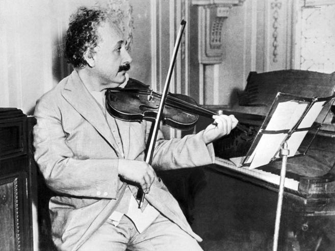 Israele, all'asta il biglietto galante di Einstein per la giovane italiana