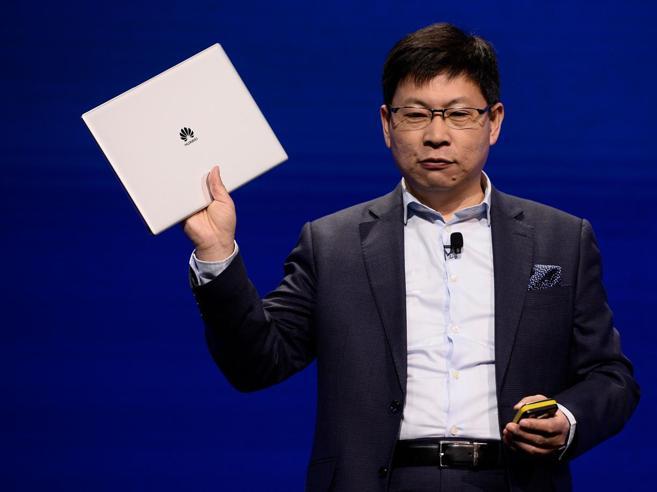 Richard Yu, ceo di Huawei: «A fare smartphone resteranno solo tre aziende. Noi presto meglio di Apple»