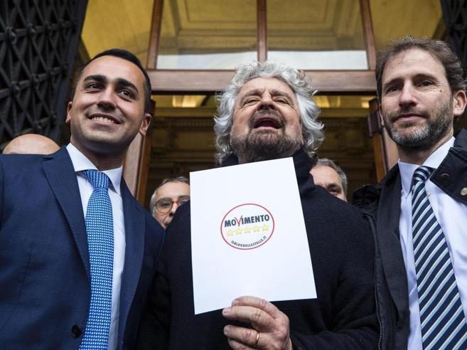 Di Maio: «Dieci punti per un governo  M5S con chi ci sta: anche il Pd, senza Renzi»