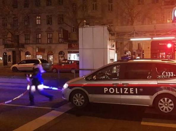 Tre passanti accoltellati a Vienna: è caccia all'uomo