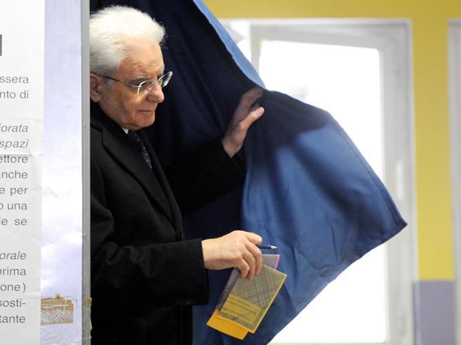 Mattarella e il voto: «Ora responsabilità, si pensi  all'interesse generale del Paese»