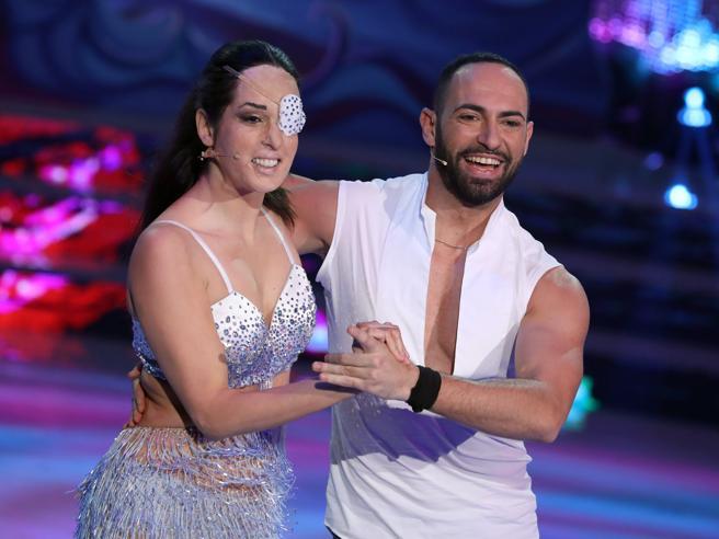 Ballando con le stelle, il debutto di Gessica Notaro e Eleonora Giorgi scatenata