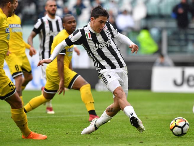 Juventus,  doppio Dybala e (per ora)  + 2 sul Napoli - Classifica Lazio, super tacco di Immobile