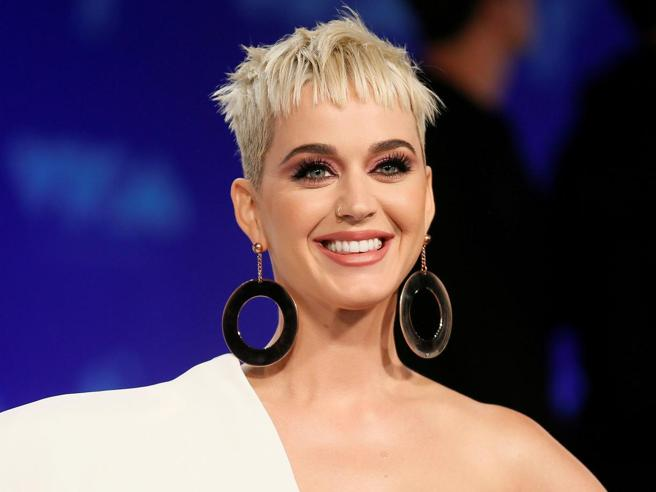 Hollywood, il convento e la lite (fatale) fra Katy Perry e le suore