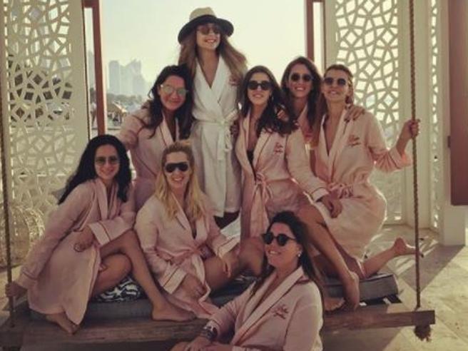 Addio al nubilato a Dubai, il  jet privato precipita: morte la sposa e le sette amiche  foto