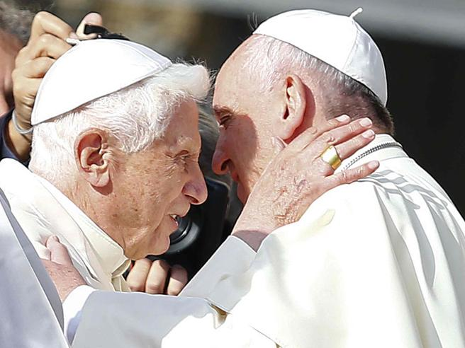 La lettera di Ratzinger: «Basta con gli stolti pregiudizi contro Bergoglio» Il video