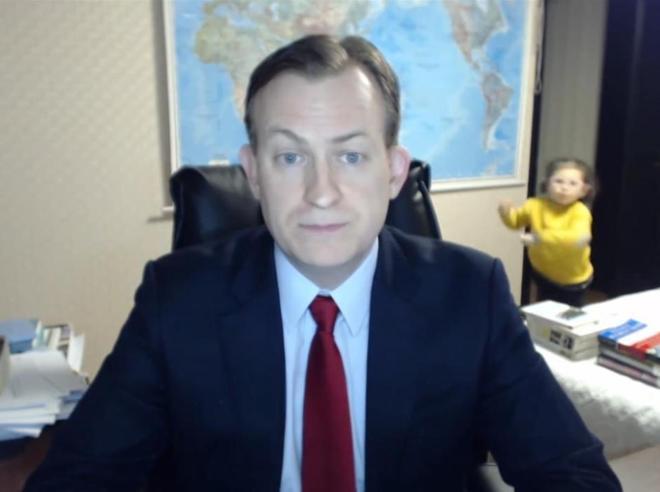 Il prof della Bbc e i figli invasori in diretta tv: «Ora più  inviti»