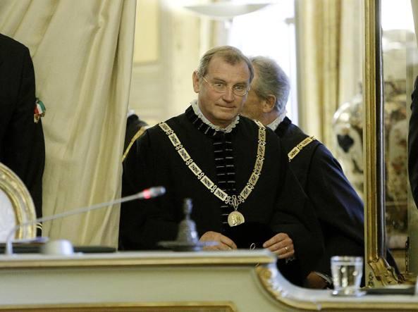 Il giudice costituzionale Zanon indagato per peculato: