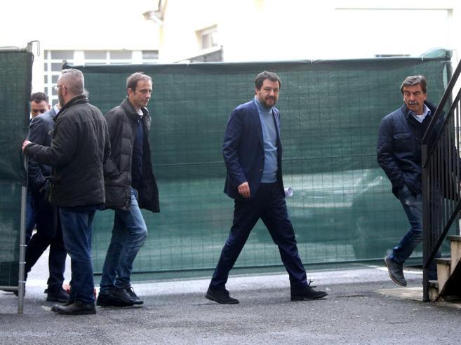 Salvini:«Non ci hanno votati per riportare Renzi al governo»