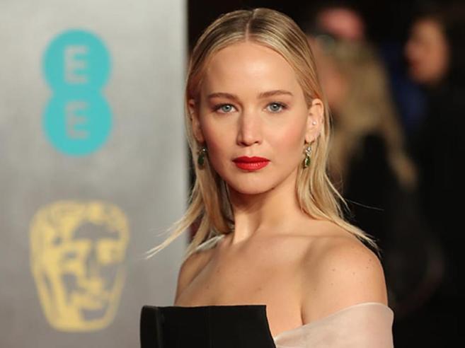 Jennifer Lawrence: «Il sesso? Lo faccio poco, ho paura delle malattie»
