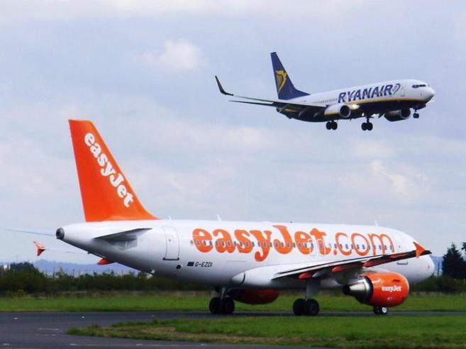 Aerei, è boom dei passeggeri in Italia Il sorpasso (storico) delle low cost