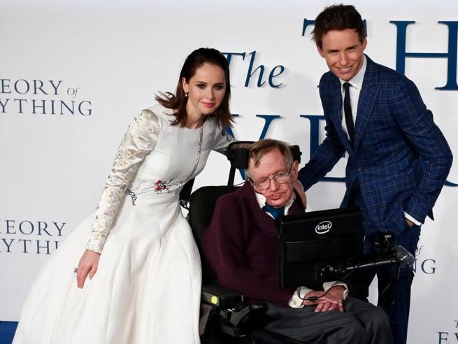 Le due mogli,  i tre figli, i  Pink Floyd: le 6 cose che (forse) non sapete su Hawking