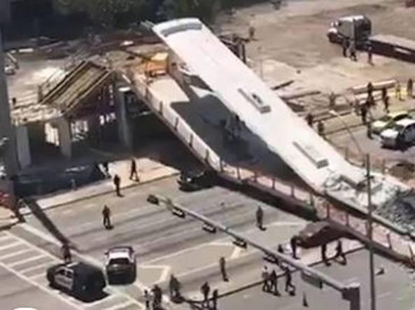 Usa, crolla ponte pedonale a Miami: auto in trappola e diversi morti