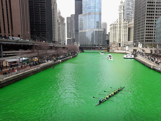 Il Chicago River si tinge di verde per il St. Patrick's Day | Foto