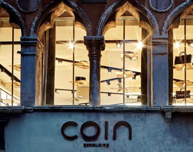 Coin sfratta Coin dallo storico palazzo di Venezia