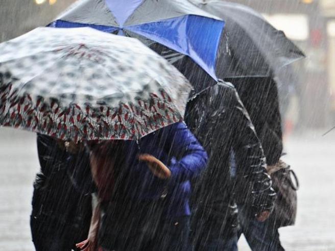 Meteo, pioggia per tutta la settimana, neve sugli Appennini: l'ultima coda dell'inverno