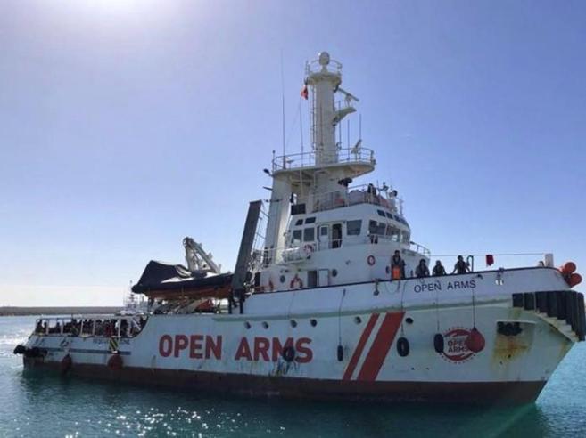 Migranti, sequestrata nave della ong Open Arms: «Ha disobbe