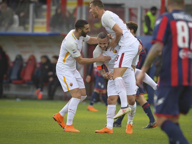 Crotone-Roma 0-2, El Shaarawy e Nainggolan: avanti tutta con il minimo sforzo