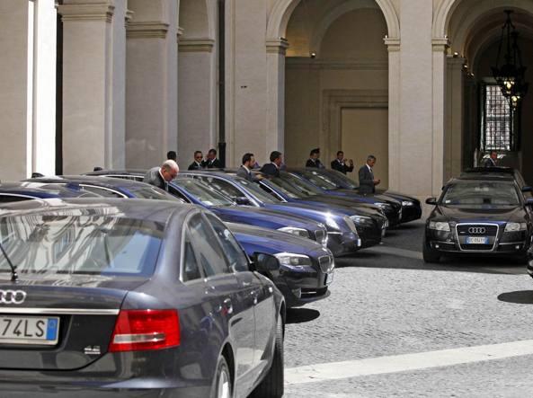 Auto blu con autista, Messina più di Milano