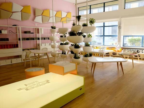 Aule colorate biblioteche e giardini enel rif le scuole for Scuola superiore moda milano