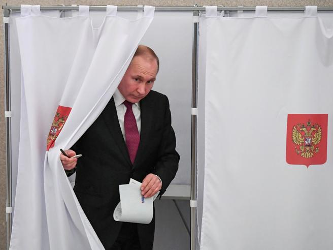 Putin rieletto al Cremlino con il 75%, attacco a Londra: «No