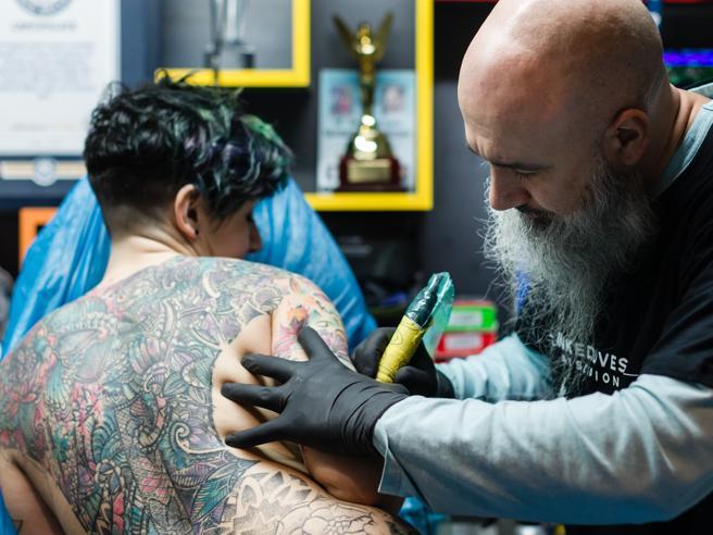Tatuaggi, il record da Guinness e le regole per scegliere quelli giusti