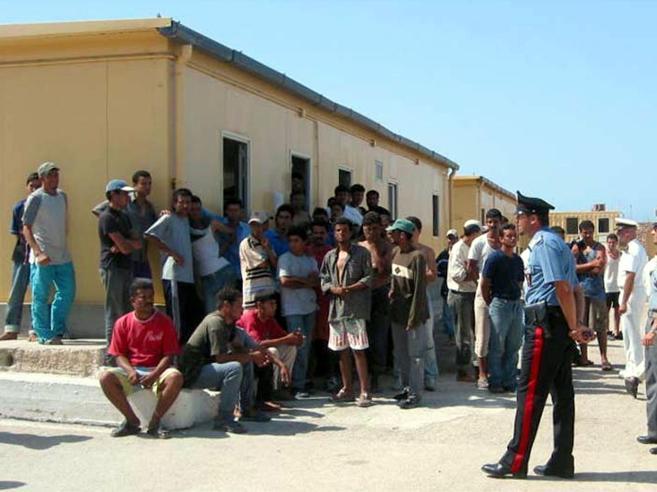 Migranti, richieste asilo dimezzate in Europa. E in Italia crescono del 4%