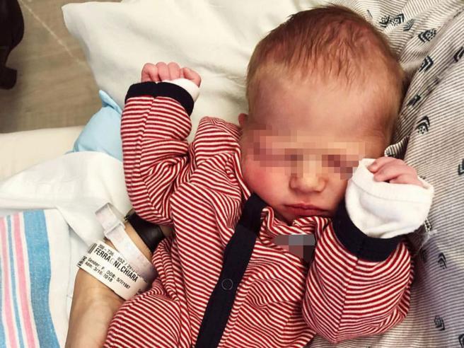 Chiara Ferragni ha partorito: ecco la foto di Leone Lucia con mamma e papà Fedez