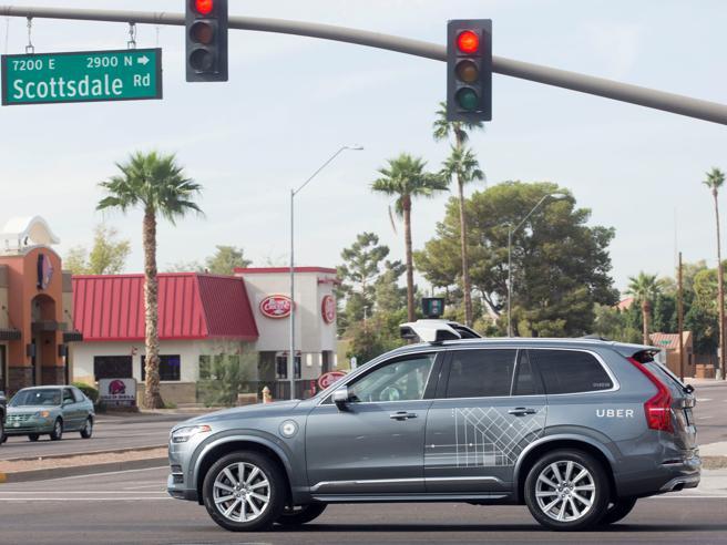 Auto a guida autonoma: pregi e difettiQuelle di oggi e quelle che verranno