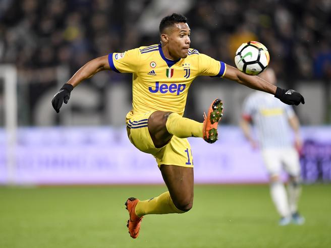 Juventus, si ferma anche Alex Sandro: ora per Milan e Real è allarme difesa