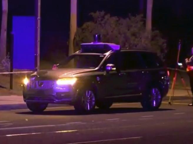 Donna uccisa, la  polizia scagiona Uber: «Incidente inevitabile»