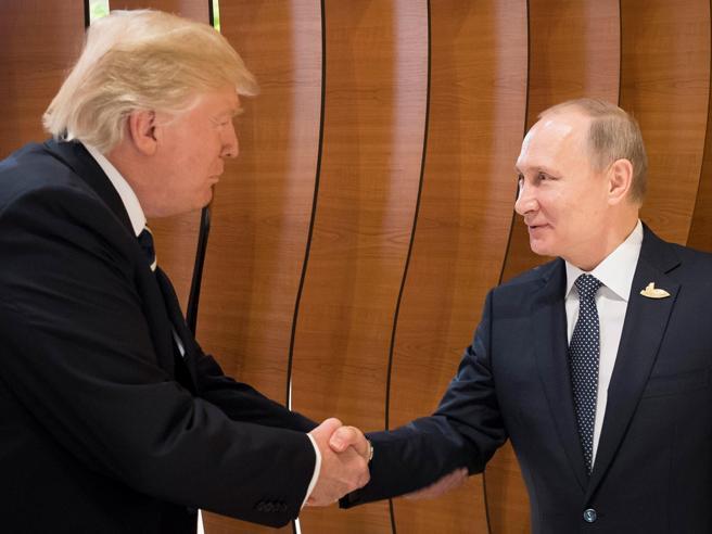 Lex capo della Cia: «Forse i russi hanno qualcosa su Trump»