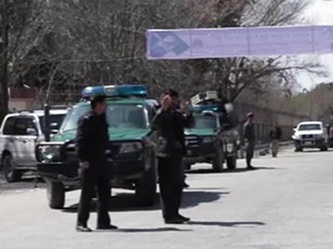 Kabul, attacco suicida: 29 morti e 52 feritiIsis rivendica