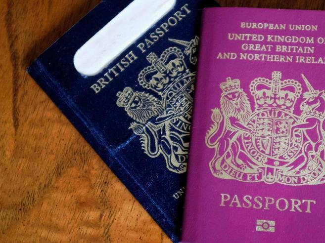 Regno Unito,  made in Europe i nuovi passaporti blu post Brexit