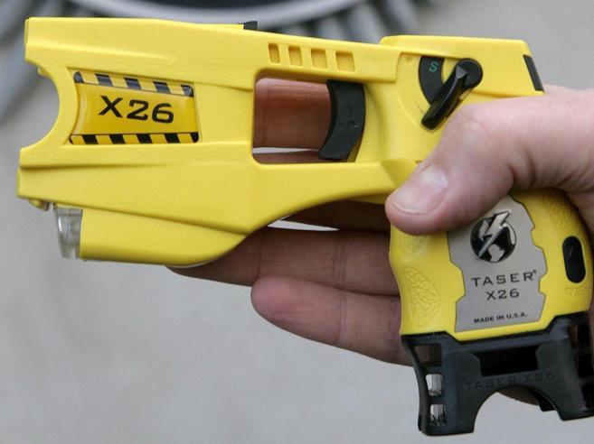 La pistola taser in uso alla poliziaI primi test partono da Milano