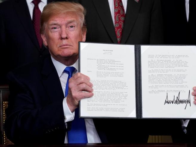 Trump impone dazi da 60 miliardi alla Cina, giù  la BorsaUe